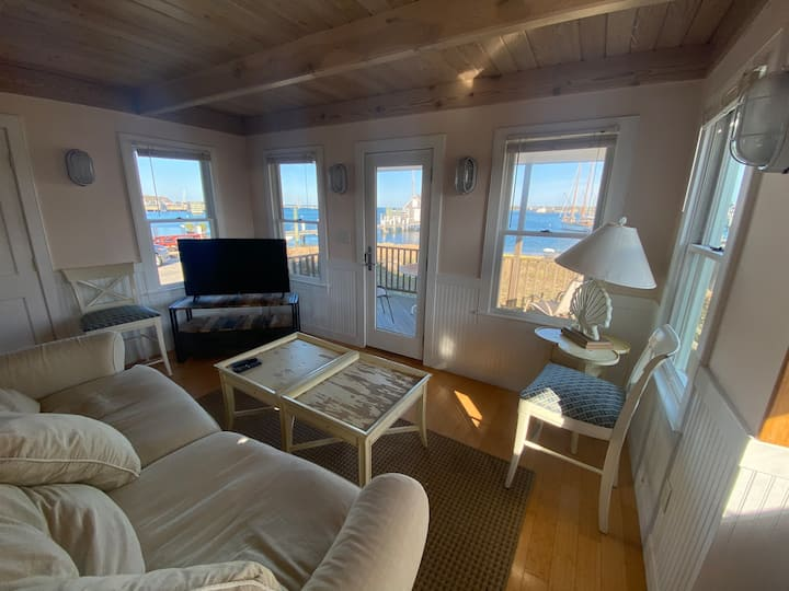 WATERFRONT, PRIVATE BEACH, ROMANTIC, DOWNTOWN!