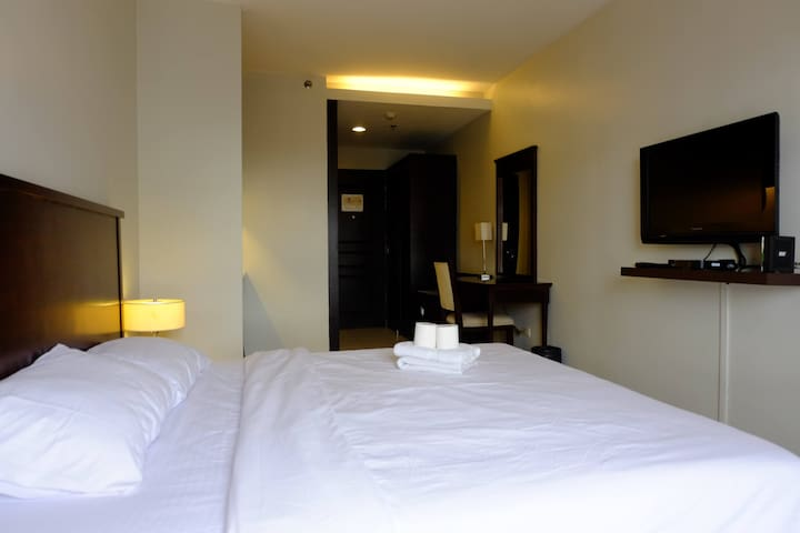 Cozy hotel studio with Ortigas skyline views