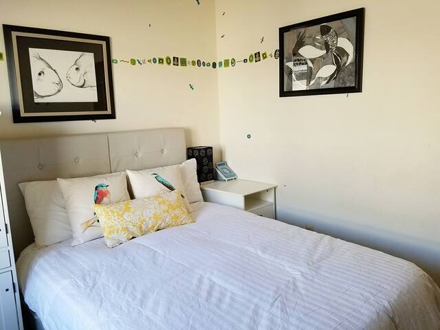 Room for 2; easy commute to NYC; free parking