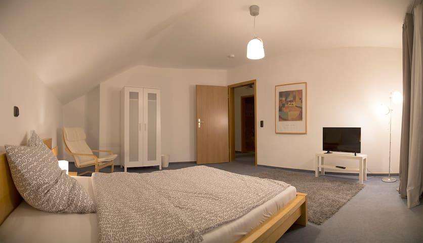 Großes Zimmer in separatem Haus - Neuberg - Haus