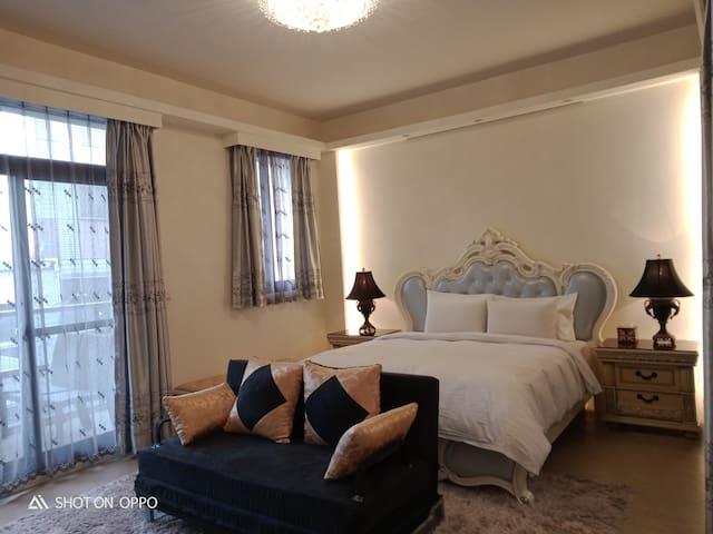 一中太陽綠墅全棟包租10~16人,豪華超大私人空間,全新設施高CP值旅宿,讓您像在家一樣舒服自在。