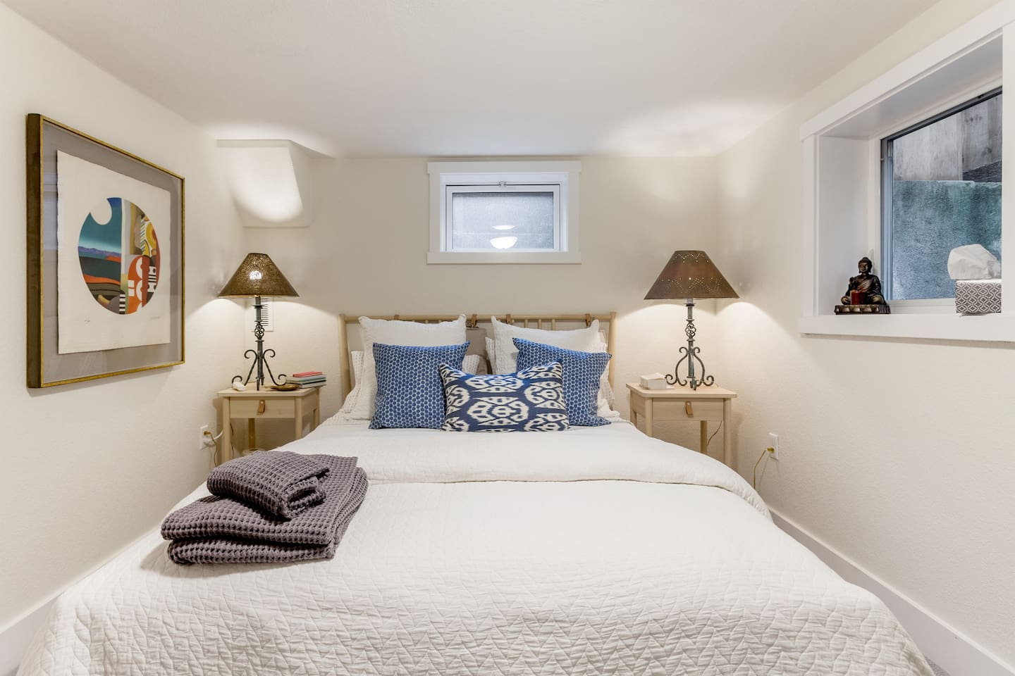 Our spa-like bedroom awaits you, with an organic latex mattress and organic cotton bedding.