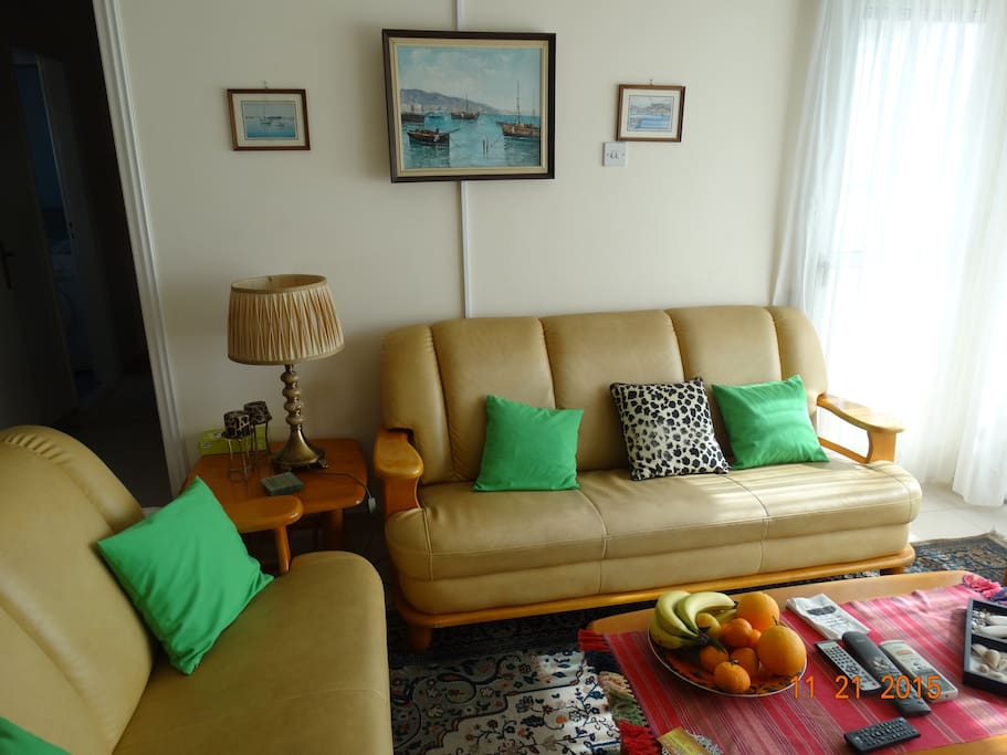 QSpacious and comfy sitting room with a/c and TV, DVD player