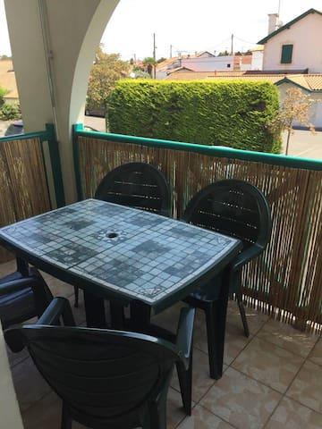 Terrasse privée - Accès Salon et Chambre