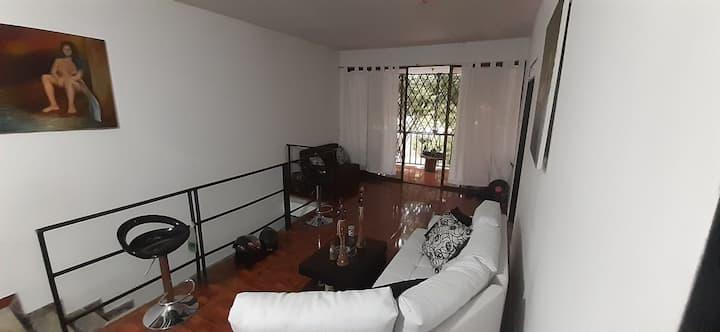 Confortable habitación en casa de estudiantes