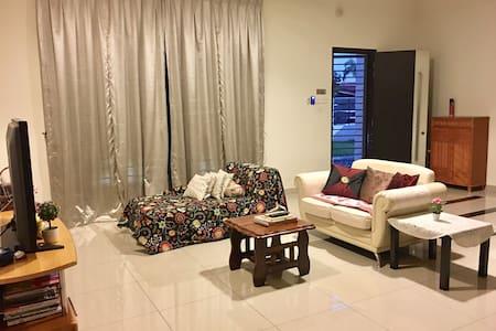 Holiday/wedding4BRSemiD 8-25paxWIFI - Klang - Rumah