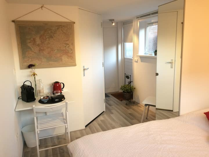 Lovely private suite (own bathroom) near Amsterdam