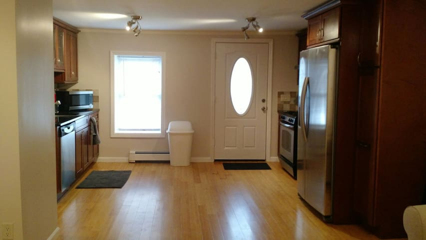 Two Twin Beds in Gorgeous Apt w/Parking Downtown - Greenwich - Lägenhet