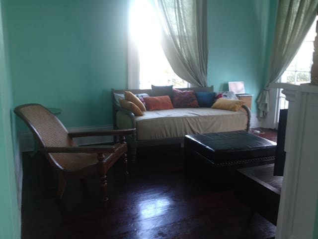 Furnished condo for medical/emergency personnel