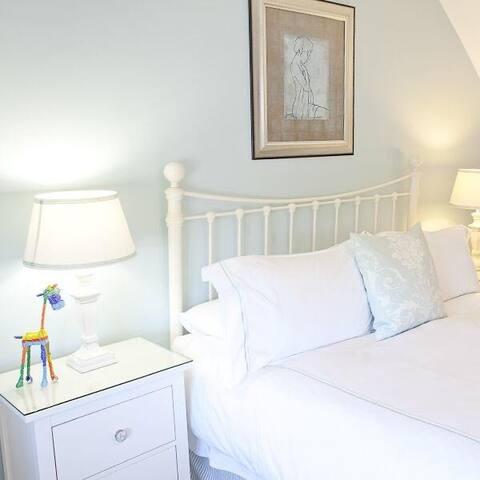 Studland King Room with ensuite room shower