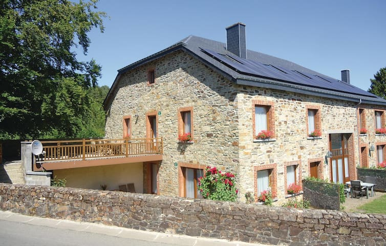 Holiday apartment with 2 bedrooms on 90m² in Haut-Fays