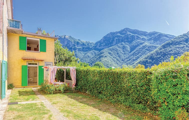 Semi-Detached with 2 bedrooms on 60m² in Stazzema LU