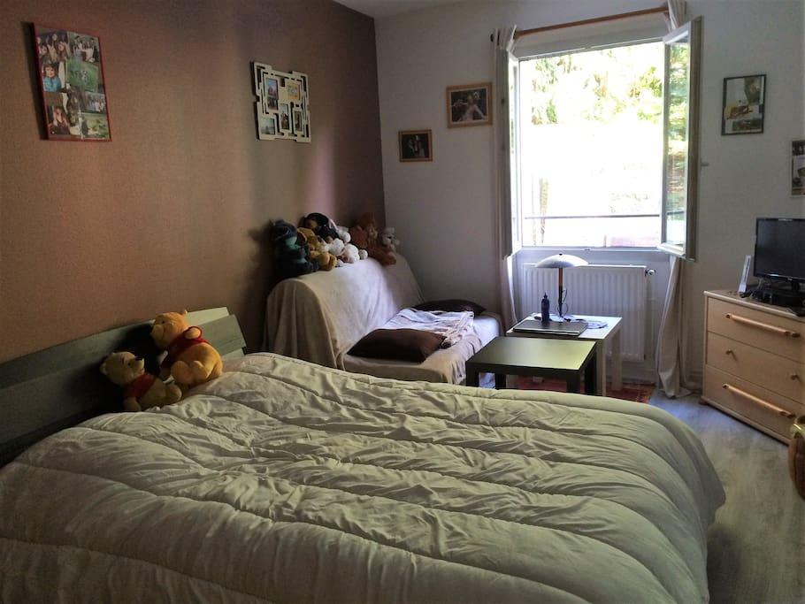 chambre 25m avec sdb priv e proche a roport maisons louer beauvais nord pas de calais. Black Bedroom Furniture Sets. Home Design Ideas
