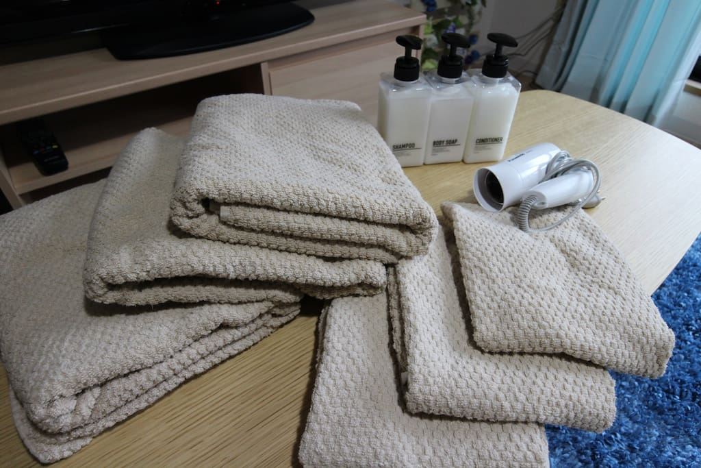 3 bath towels and 3 face towels, Hair Dryer, Shampoo, Conditioner, Bodysoap