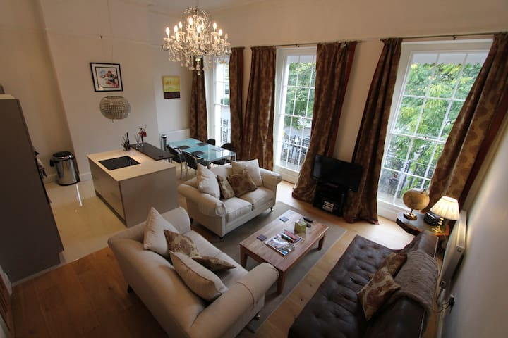 5* luxury elegant regency flat, off road parking - Cheltenham - Huoneisto