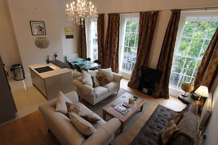 5* luxury elegant regency flat, off road parking - Cheltenham - Leilighet