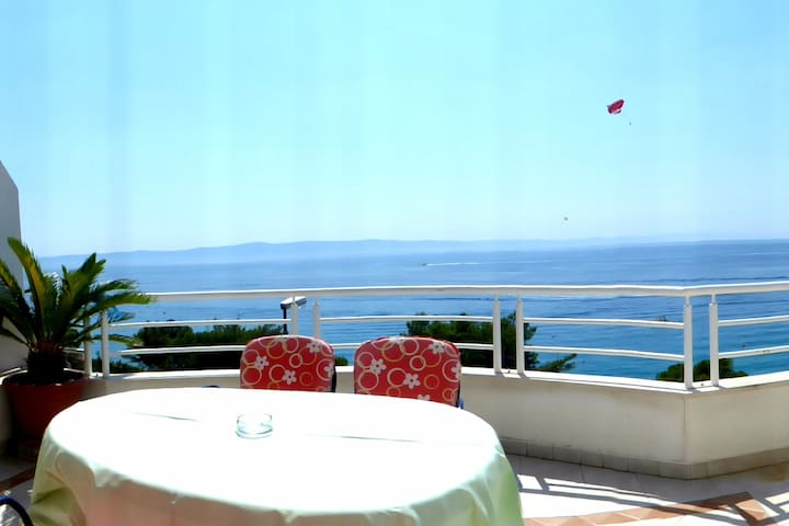 Red Apartment with magnificent sea view - Tučepi - 公寓