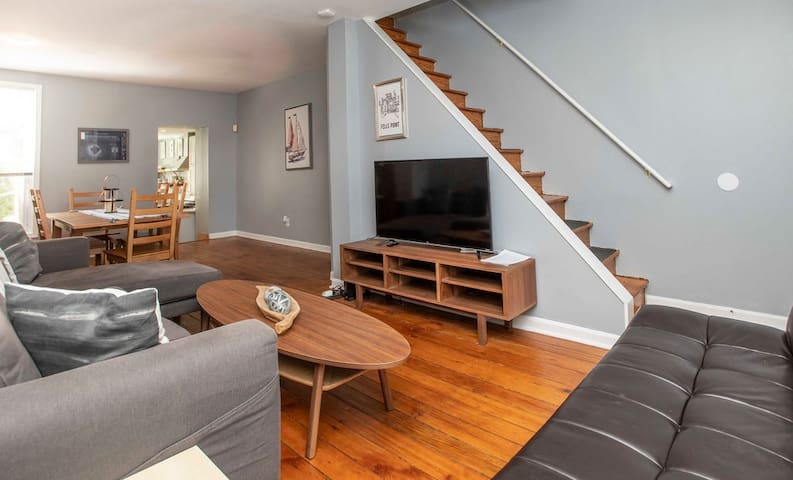Comfortable Fells Point Row House w/Outdoor Area