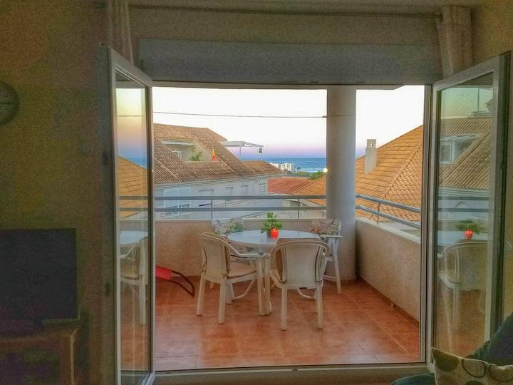 Bright + spacious apartment - panoramic views!