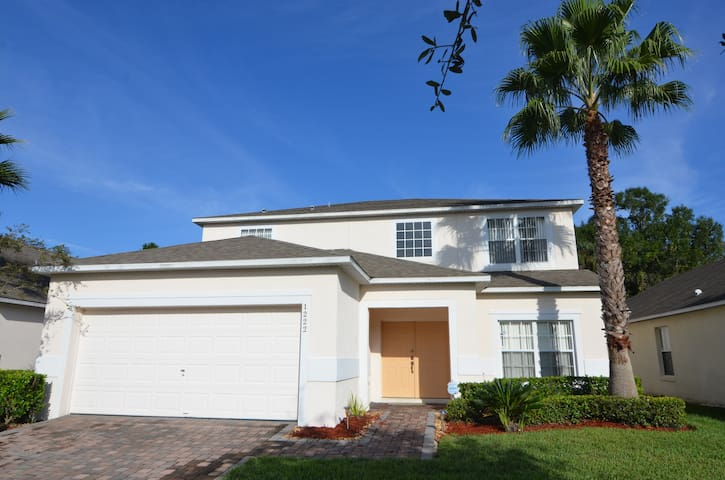 Executive 5 BR Home with Pool & Spa. Sleeps 12. - Kissimmee - Hus