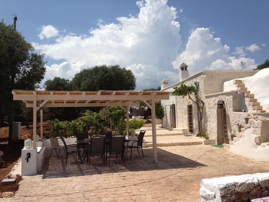 gazebo e panoramica esterna dalla piscina