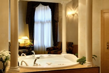 Jacuzzi Suite in a 15th Century palace - Venedig