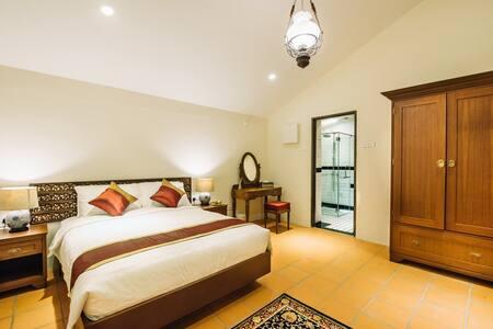 Botanica Mansion ~ Orchard Room - Balik Pulau - Bungalow