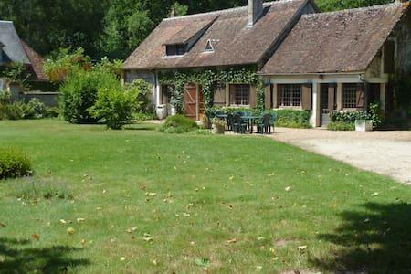 La petite thuile longère et jardin - Souvigny-en-Sologne