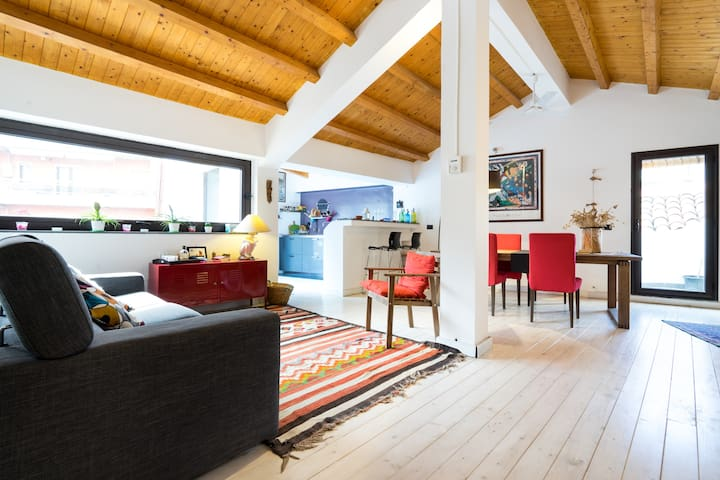 loft 140 mq ,centro ,200 m dal mare - Catania - House