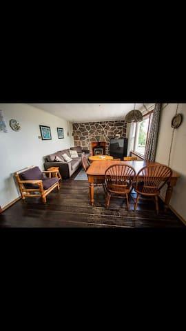 Beauty lakeshore 3 bedroom cabin onLake Nipissing