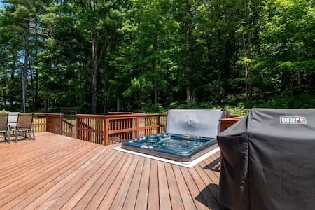Catskill Mtn retreat near skiing with hot tub