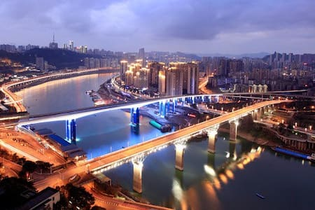 滨江高档公寓--唯美江景阳台,轻轨站旁到解放碑15分钟 - 重庆
