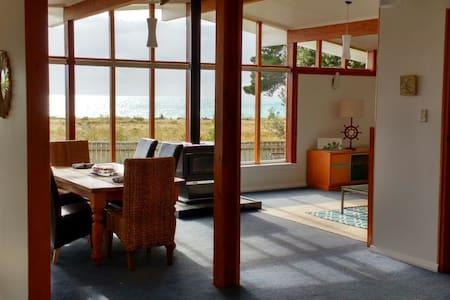 Rarangi Retreat Beach House - Rarangi