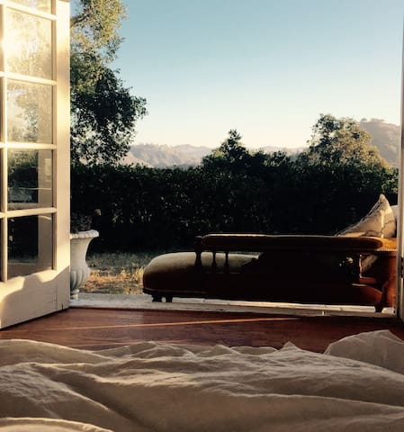 Beautiful Romantic Hide Away at White Rose House - Topanga - Hús