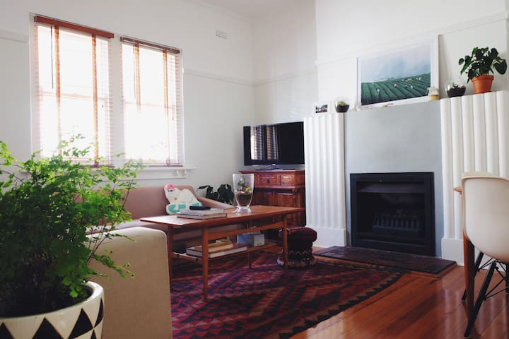 Boho St Kilda apartment w/ 2 bedrooms