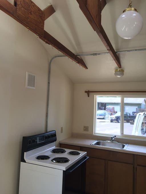 Fully equipped kitchen including microwave