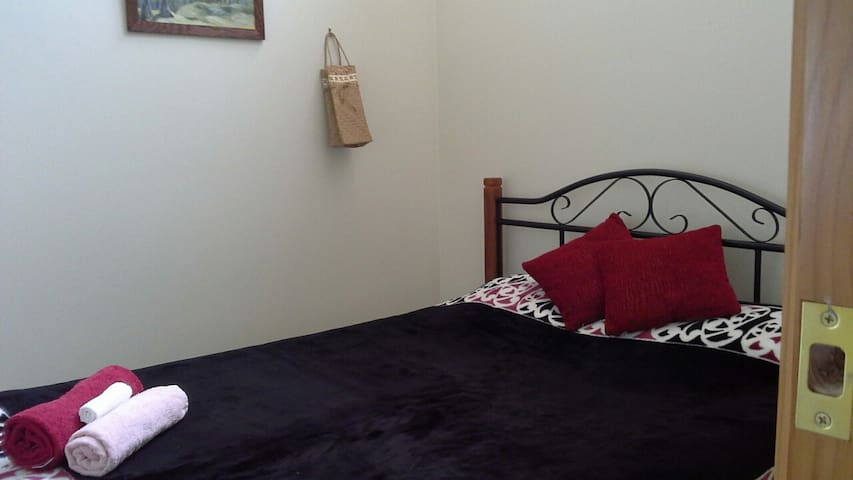 Relax in Piha with Sea Views - Piha - Bed & Breakfast