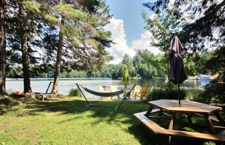 NEWLY RENOVATED - 2 STUNNING COTTAGES AND HOT TUB