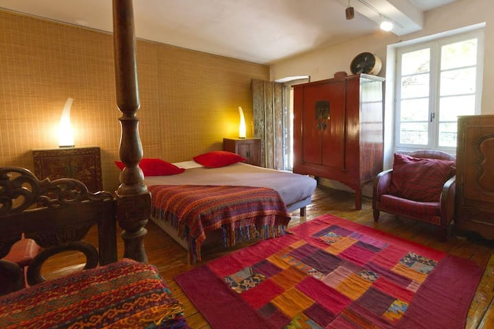 Le Petit Siam-Bed and Breakfast- Ch avec SB privée