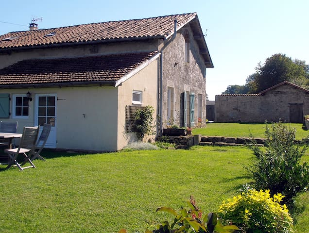 Rural family friendly gite - pool, bikes, games