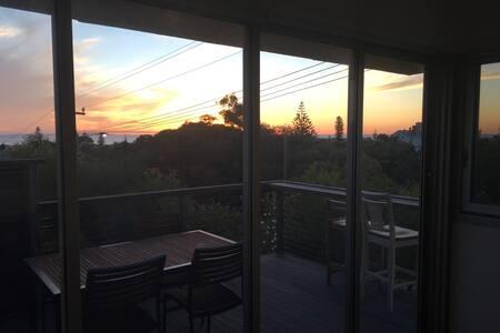 """""""Hilltop"""" North Fremantle Oceanview - North Fremantle"""