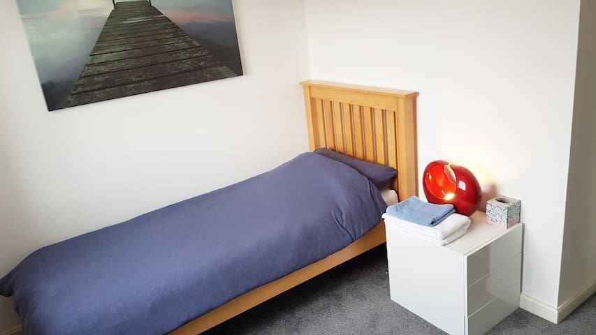 Single bed, Desk, spacious, wardobe, Wi-Fi & Tea