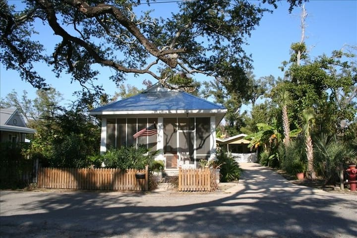 Historical Beach Cottage - Bay Saint Louis - House