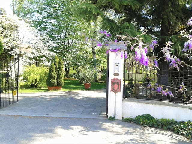 Villa Maria Sole - Revello - Bed & Breakfast