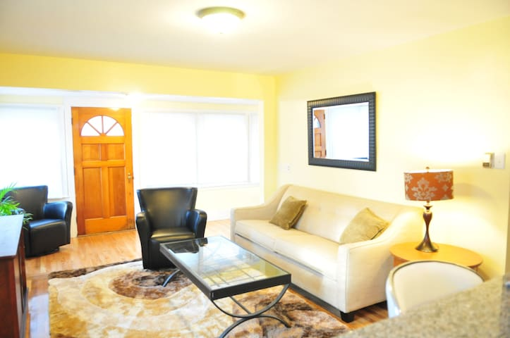 Beautiful Cozy Single Home- 3 BR - Marlborough - Casa