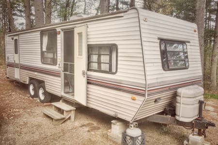 Rustic 90s RV Camper, Nature, Lots Nearby, Clean - Barrington
