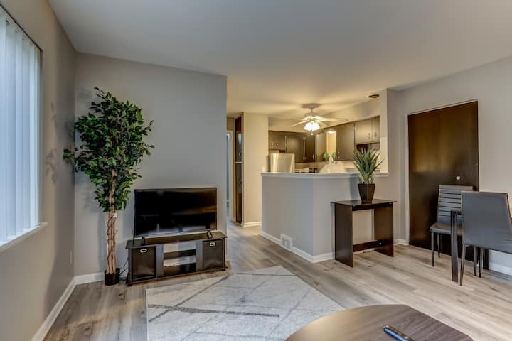 Updated 1 Bed On Main Street Royal Oak