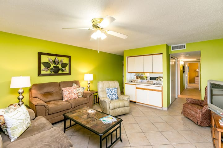 Canal Front Condo, Pool, Minutes to Beach -North Padre Island