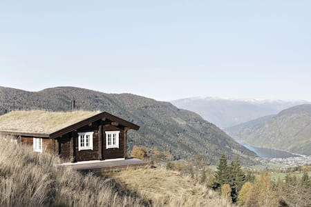 Amazing view and a relaxing cabin in Vik i Sogn - Vik - Chatka