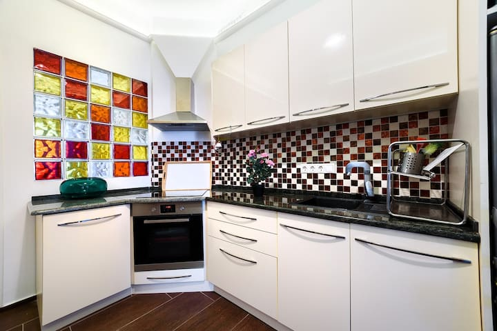 the kitchen is new and fully equipped